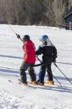 采取滑雪电缆车 免版税库存图片