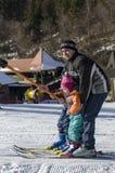 采取滑雪电缆车 图库摄影