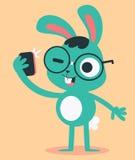 采取Selfie的书呆子兔宝宝 免版税库存图片
