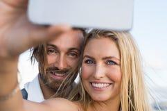 采取selfie的夫妇 免版税库存照片