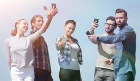 采取selfie的小组青年人 图库摄影
