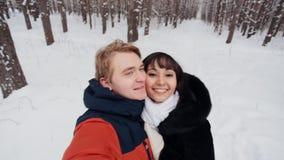 采取selfie的愉快的夫妇 股票视频