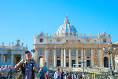 采取selfie的游人在梵蒂冈 库存图片
