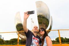 采取selfie的美好的夫妇 免版税库存照片
