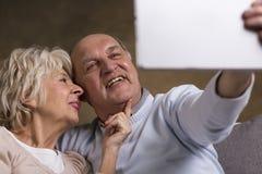 采取selfie的老年人 免版税图库摄影