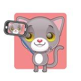 采取selfie的逗人喜爱的灰色猫 免版税库存图片