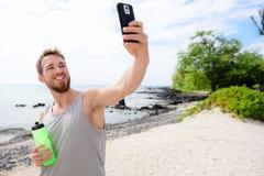 采取selfie他自己的健身人在锻炼以后 免版税库存图片