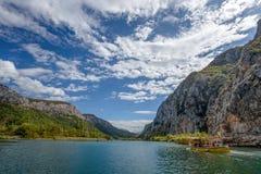 采廷娜河看法在Omis Almissa市,达尔马提亚,克罗地亚人附近的 免版税库存照片