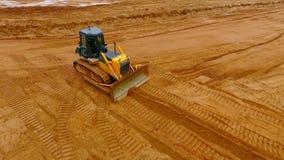 采掘机械 推土机机器 履带牵引装置推土机矿沙子鸟瞰图  影视素材