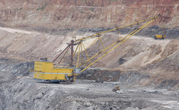 采煤露天开采吊铲的最小值 库存图片