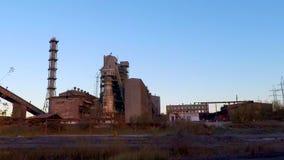 采矿的加工设备由落日点燃了 股票视频