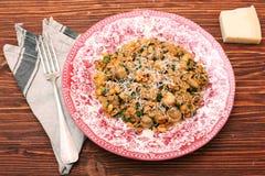 采蘑菇意大利面食 库存图片
