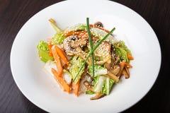 采蘑菇沙拉蔬菜 库存照片