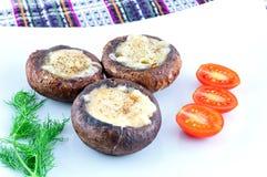 采蘑菇被充塞的巴马干酪 库存照片