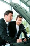 采购的汽车人销售人员 图库摄影