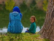巴巴里人,湖的wiwan,摩洛哥游牧人孩子画象  库存照片