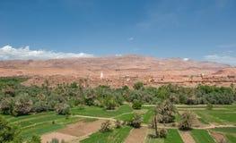 巴巴里人kasbah在托德拉峡谷,摩洛哥 库存照片