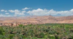 巴巴里人kasbah在Todra峡谷,摩洛哥 库存图片