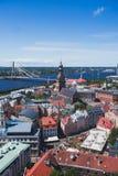 里加、拉脱维亚有港口的和地平线美好的超级广角全景鸟瞰图与风景在城市之外 库存图片