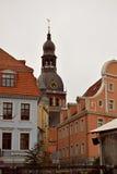 里加圆顶和其他历史大厦 免版税库存照片
