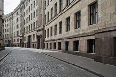 里加老镇空的街道  库存照片