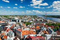 里加鸟瞰图从圣皮特圣徒・彼得` s教会,里加,拉脱维亚的 免版税库存照片