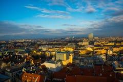 里加,拉脱维亚:城市的美丽的景色从上面 免版税图库摄影