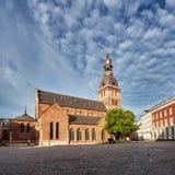 里加,拉脱维亚- 07 13 2016年 圆顶正方形 里加大教堂在里加老镇的中心  库存图片