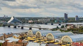 里加,拉脱维亚- 2013年10月02日:在里加的中心的鸟瞰图 免版税库存照片