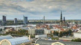 里加,拉脱维亚- 2013年10月02日:在里加的中心的鸟瞰图 免版税图库摄影