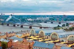 里加,拉脱维亚,从科学院的都市风景 免版税库存图片