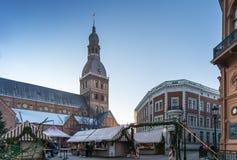 里加,拉脱维亚- 2015年12月30日:在圣诞节的圆顶正方形 免版税库存照片