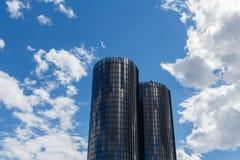 里加,拉脱维亚- 2017年7月19日:现代玻璃摩天大楼 两roun 库存图片