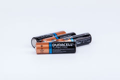 里加,拉脱维亚- 2017年4月18日:Duracell电池, Duracell是美国品牌 库存图片