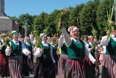 里加,拉脱维亚- 7月07 :全国服装的人们在Latvi 免版税库存图片