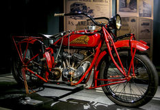 里加,拉脱维亚- 10月16 :年1926印地安侦察员模型37里加马达博物馆, 2016年10月16的减速火箭的摩托车日在里加, L 免版税图库摄影