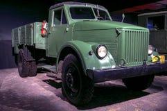 里加,拉脱维亚- 10月16 :年1951 GAZ 51马达博物馆的减速火箭的汽车, 2016年10月16日在里加,拉脱维亚 免版税库存图片