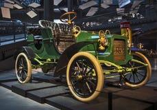 里加,拉脱维亚- 10月16 :年REO模型发行里加马达博物馆的减速火箭的汽车1905年, 2016年10月16日在里加,拉脱维亚 库存图片