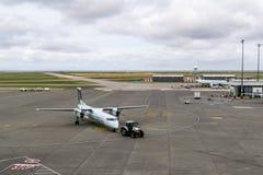 里士满,加拿大- 2018年9月14日:在温哥华国际机场飞机和货物的繁忙的生活 库存照片