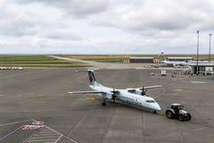 里士满,加拿大- 2018年9月14日:在温哥华国际机场飞机和货物的繁忙的生活 免版税库存照片