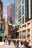 里士满和Yonge交叉点在多伦多,加拿大 图库摄影