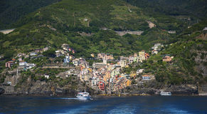 里奥马焦雷利古里亚的Cinqueterra海岸线的一个渔村在北意大利 村庄不可能由路到达, 库存图片