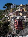 里奥马焦雷利古里亚的Cinqueterra海岸线的一个渔村在北意大利 村庄不可能由路到达, 库存照片