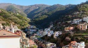 里奥马焦雷镇村庄有房子的,位于在山之间五乡地国家公园,意大利 图库摄影