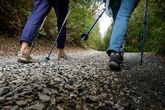 里帕尔贝拉,里窝那,意大利- 2017年10月05日-远足者步行alon 库存照片