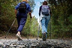 里帕尔贝拉,里窝那,意大利- 2017年10月05日-远足者步行alon 免版税库存照片