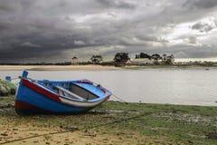 里斯本传统蓝色小船  库存图片