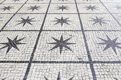 里斯本典型的石地板  免版税库存照片