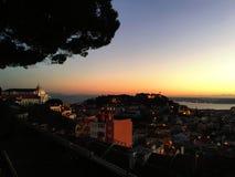里斯本在日落的全景地平线美好的鸟瞰图  免版税图库摄影