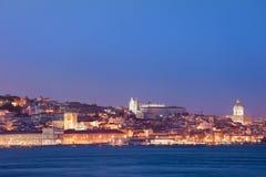 里斯本地平线城市在晚上在葡萄牙 免版税库存图片